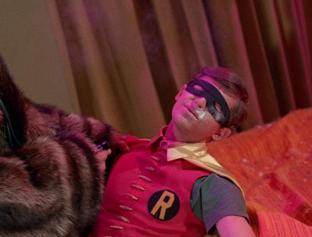 Sandman betäubt Robin.
