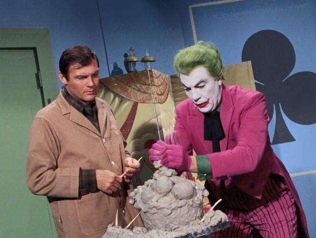 Joker gibt Bruce Wayne Kunstunterricht.